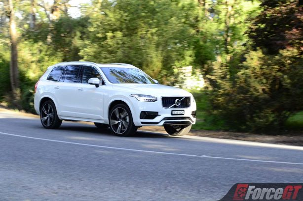 2017-volvo-xc90-t8-rolling