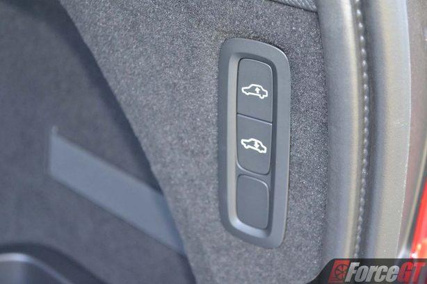 2017-volvo-xc90-t8-suspension-adjust