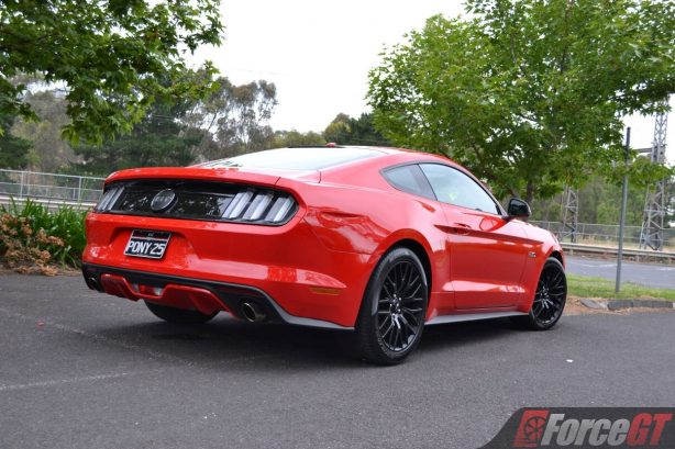 2017-ford-mustang-gt-coupe-rear