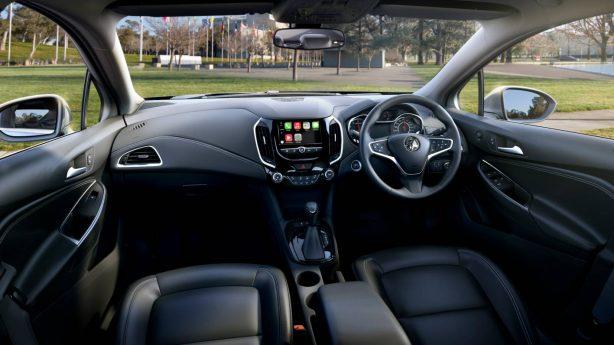 2017-holden-astra-sedan-interior