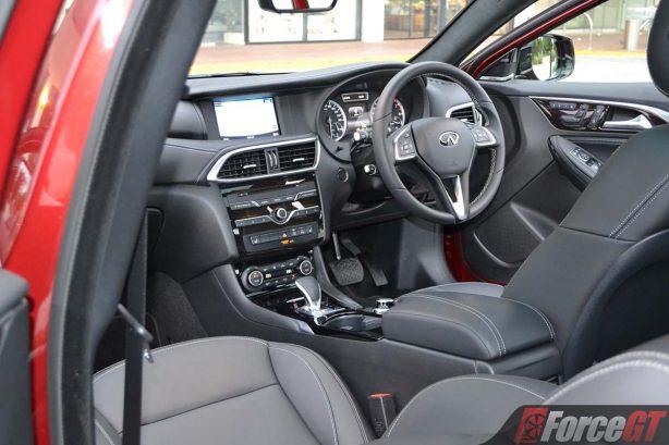 2017-infiniti-qx30-interior