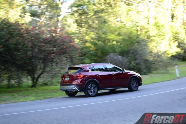 2017-infiniti-qx30-rear-quarter-rolling