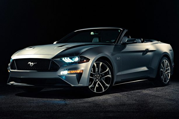 2018-Ford-Mustang-Convertible-front-three-quarter