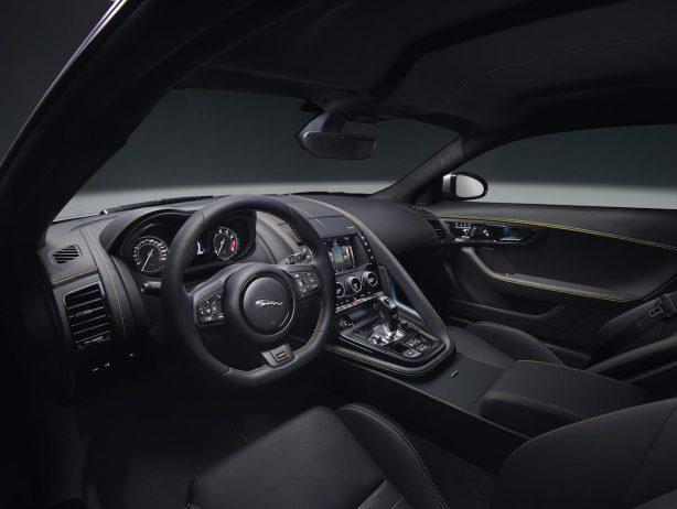 jaguar_f-type_18my_400s_051216_0900_gmt_studio_interior_01