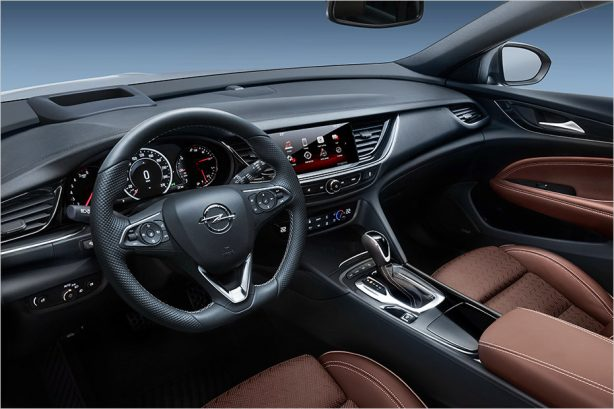 2018-holden-commodore-sportwagon-interior