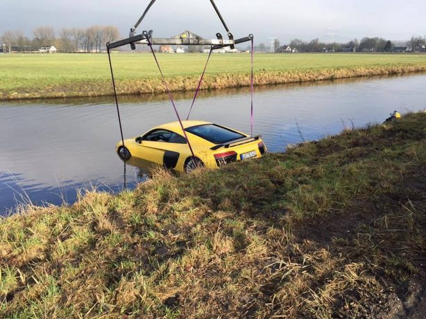 Audi-R8-V10-Plus-River-crash-3