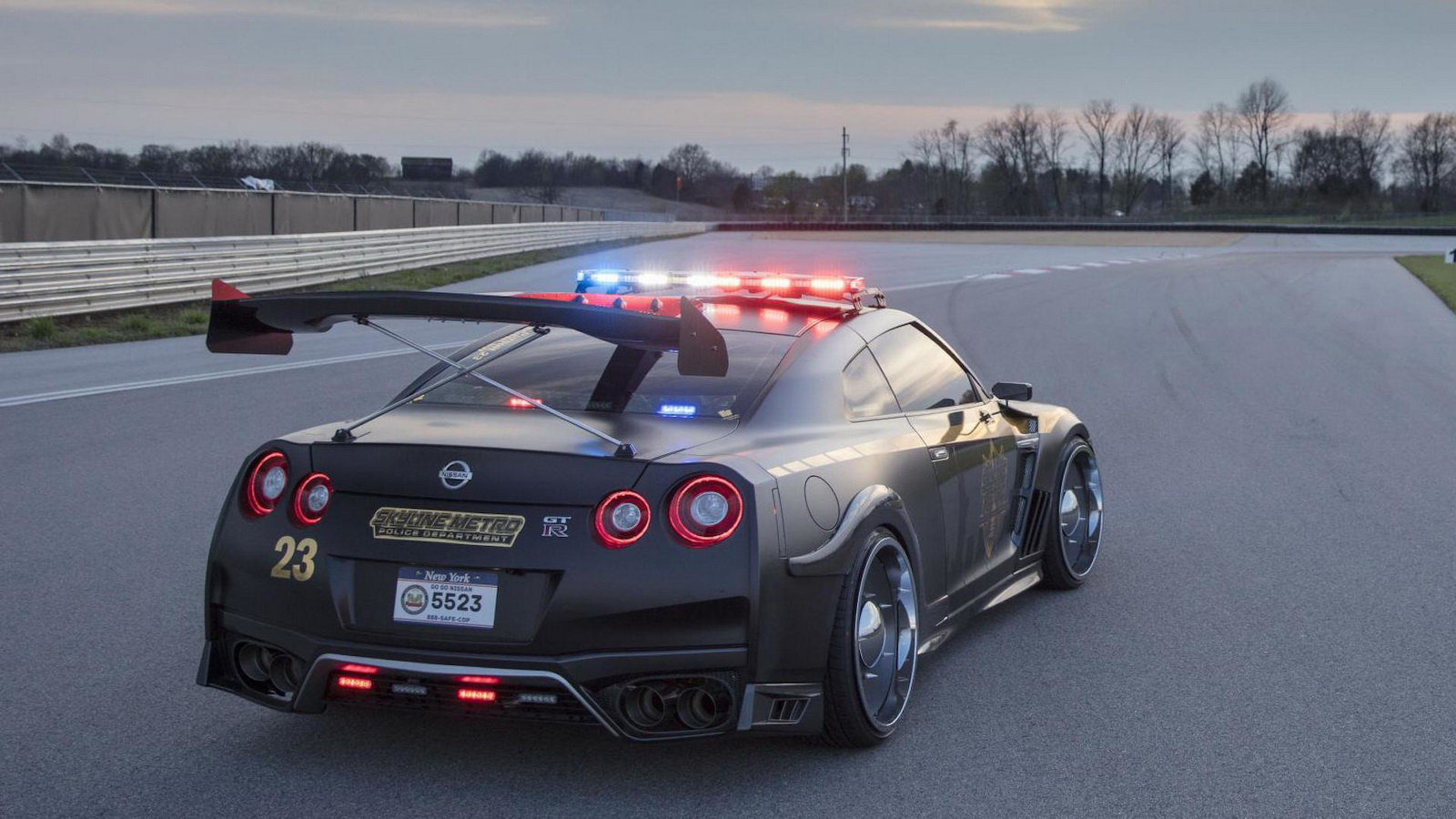Catch me if you can - Nissan GT-R 'Copzilla' police ...