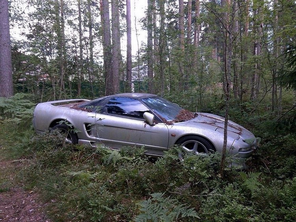 Rare Honda NSX found abandoned in Russian forest - ForceGT.com