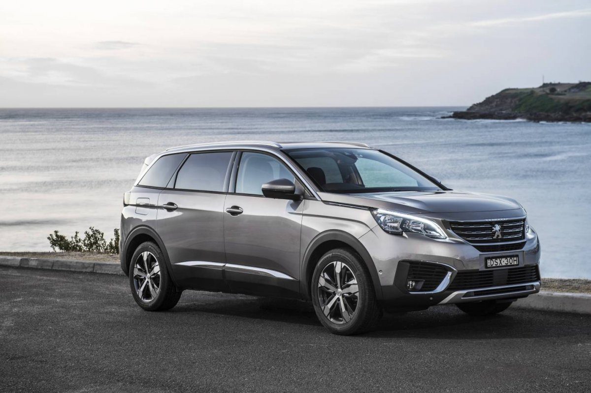 Lexus 7 Seater Suv >> Peugeot 5008 7-seater SUV promises benchmark space and versatility - ForceGT.com