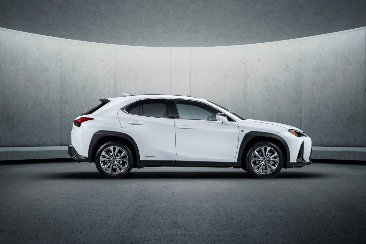 Bold new Lexus UX compact SUV unveiled - ForceGT.com