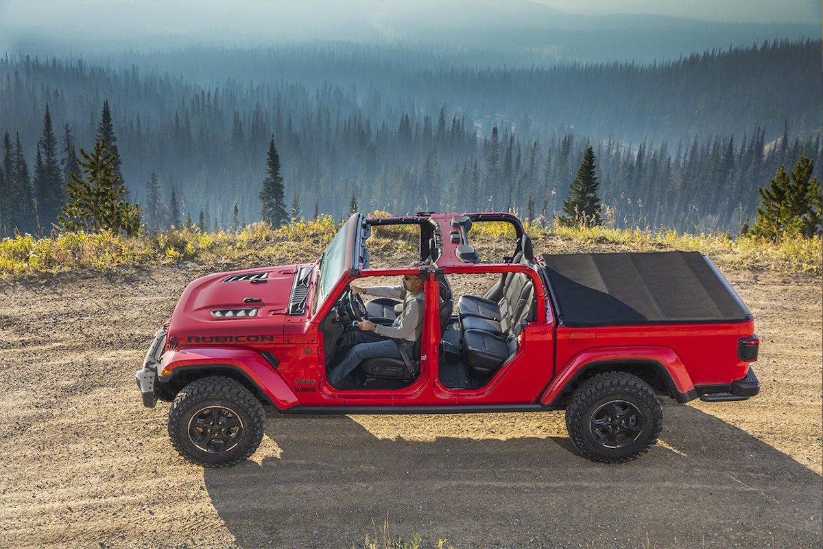 Wrangler Jeep Inside >> 2020 Jeep Gladiator debuts at the LA Auto Show - ForceGT.com