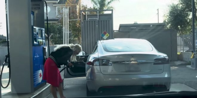 Video: Woman hilariously tries to fill up Tesla Model S at a petrol station