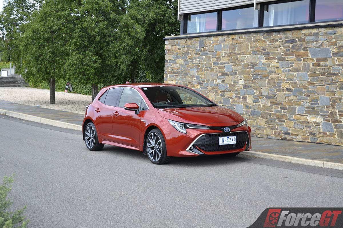2019 toyota corolla zr hybrid hatch review