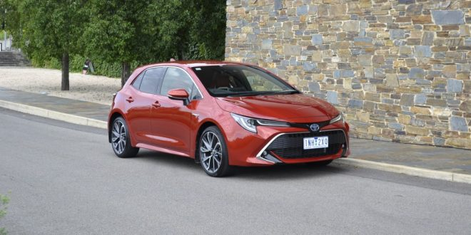 2019 Toyota Corolla Zr Hybrid Hatch Review One For The Driver
