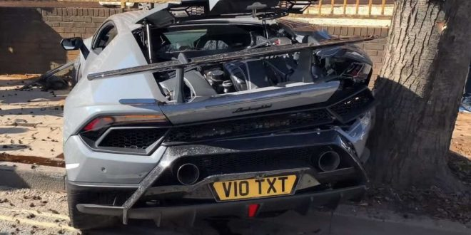 Video: Lamborghini Huracan Performante wrecked while leaving supercar meet
