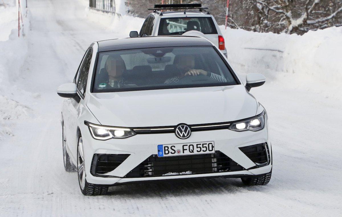 Volkswagen Golf R Facelift Smiles on Camera for Spy